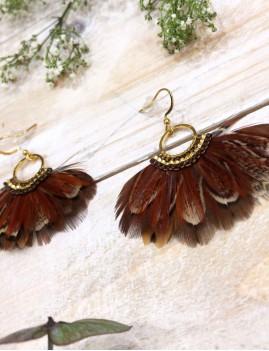 Boucles d'oreilles chocolat en plumes et perles de verre miyuki - Boutique l'ananas
