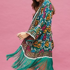 BOHO VIBES 🤩☮️ Craquage pour ce kimono brodé 🥰 Plusieurs coloris disponibles . . www.boutique-lananas.com #kimono #kimonobrode #gypsyvibes #bohostyle #hippiechic #boheme #boutiquelananas #lananas #bordeaux #🍍 #coachella