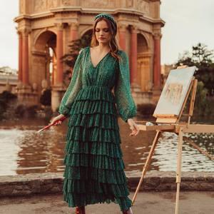 Notre coup de cœur c'est bien cette robe longue verte avec de nombreux volants plissés .. 😱🥰 Un superbe imprimé parfait pour cette saison ! Elle est en ligne sur www.boutique-lananas.com dès maintenant ! Série ultra limitée 💕 . . #robelongue #robeboheme #boheme #gipsy #hippiechic #boutiquelananas #boutiqueboheme #hippiestyle #bohemestyle #gipsystyle #ootd #outfit #robemariage #longdress #bohostyle