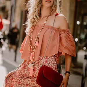 Un samedi shopping chez @boutique_lananas ça vous dit ? 🛍🛍🍍 #boheme #gipsyvibes #jupelongue #sacrouge #red #saccuir #bohemestyle #boutiquelananas #bordeaux 📸 @camillebrignol.photo
