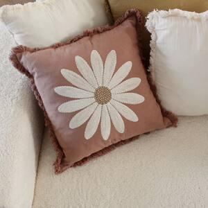 Une soirée cocooning sur un canapé. 🌼🐚 Retrouvez tous nos coussins brodés sur notre site www.boutique-lananas.com Bonne soirée les nanas 🍍  #coussin #coussinboheme #bohemevibes #bohemestyle #hippiehome #home #sweethome #homedecoration #bordeaux #boutiquelananas