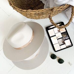 L'anana(s) c'est aussi une marque, notre marque ! ✨ Nous avons créé notre propre collection de chapeaux bohèmes. Dites nous si vous aimeriez en avoir un ?  Belle soirée #chapeau #hat #creatricebordelaise #bordeaux #madeinbordeaux #createurbordelais #chapeaubeige #chapeaublanc #weddinghat