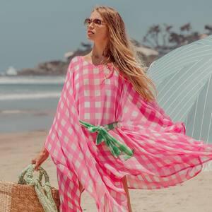 Passez un bon week end les nanas !  On se retrouve demain à partir de 10h à la boutique à Bordeaux. 🍍🐚  Cette robe de plage rose vichy parfaite pour mettre sur un maillot de bain. www.boutique-lananas.com   #robeplage #beachlife #beachvibes #boheme #fluo #ootd #outfit #bordeaux #boutiquelananas