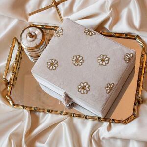 Vos boites à trésors ✨  Les jolies boites à bijoux en velours et brodées de perles. 🌸 www.boutique-lananas.com   #boiteabijoux #boiteatresors #deco #decoboheme #boheme #boutiquelananas #bohemehome #homedecor