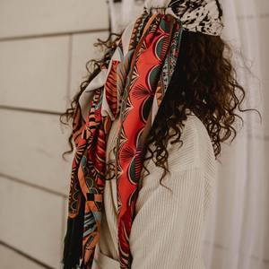 Les foulards Léopard 🐆  Dans les cheveux, autour du coup, c'est l'accessoire utile et pratique. Des belles couleurs et un superbe imprimé, on les adore ! Profitez en ils sont soldés jusqu'à la semaine prochaine seulement ! Bonne soirée les nanas 🍍  #soldes #foulard #foulardboheme #bohemestyle #outfit #outfitinspiration #inspiration #outfitoftheday #sales #bordeaux #boutiquelananas #lananas #bordeauxcity #boheme #hippiechic  Crédit photo @cleya.asulon