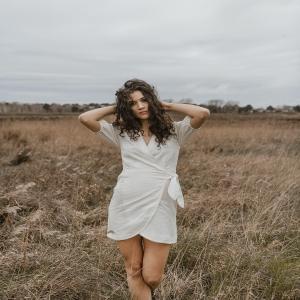Lin & Coton ✨🤍 Les matières naturelles et tendances sur cette jolie petite robe blanche pour cet été. Existe aussi en jupe. À découvrir sur notre eshop www.boutique-lananas.com.  #robe #lin #boheme #robeblanche #bohemestyle #champetre #boutiquelananas #whitedress #bordeaux #boutiquelananas #ootd #outfitoftheday  Crédit photos @cleya.asulon