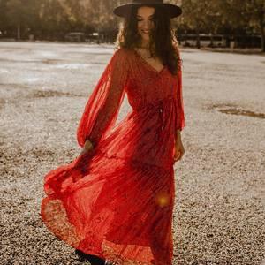 LES SOLDES L'ANANA(S) 🛍 C'est jusqu'à -50% sur toute la collection hiver 🥰✨ Profitez-en pour faire de belles affaires ! Belle soirée à vous #soldes #sales #ootd #outfit #boheme #robelongue #robeboheme #roberouge #reddress #bohemestyle #hippiechic #gypsystyle #boutiquelananas #lananas #bordeaux #bordeauxcity  Crédit photo @cleya.asulon