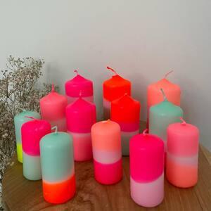DIP DYE Les bougies fluo pour égayer votre décoration intérieure. Plusieurs formats de bougies, plusieurs couleurs, elles sont toutes incroyablement faites ! 😱🥰  RDV sur www.boutique-lananas.com pour toutes les retrouver.  Bonne journée les nanas 🍍 #dipdye #bougiedipdye #bougiefluo #bougieneon #fluo #decoration #home #boutiquelananas #bordeaux