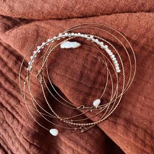 Les semainiers tant attendus sont en ligne !! Youpiiiii ! De jolies perles nacrées, & blanches, avec des joncs fins en acier inoxydable. Vous aimez ? Bonne soirée les nanas ! Et bon week end ! ✨🌸 www.boutique-lananas.com . .   #semainier #semainiers #braceletsemainier #braceletfin #braceletdore #joncfin #bohemestyle #outfit #outfitinspiration #inspiration #outfitoftheday #sales #bordeaux #boutiquelananas #lananas #bordeauxcity #boheme #hippiechic