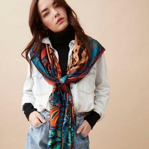 Les matinées de septembre nous OBLIGENT à porter nos plus beaux foulards imprimés.. 😱🤩🥰🍍 Ils sont en ligne ! Go www.boutique-lananas.com. . . #foulard #foulardhippie #gipsystyle #hippiechic #foulardethnique #foulards #fashion #boheme #boutiquelananas #lananas #bordeaux #gipsy