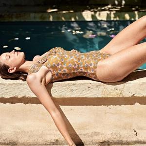 Une journée d'été à Bordeaux. ☀️🌸 Envie de se mettre en maillot pour profiter des rayons de soleil. Venez découvrir notre sélection de maillots de bain sur www.boutique-lananas.com. 🍍  #maillotdebain #boheme #ootd #summer #bordeaux #boutiquelananas #maillot1piece #plage #soleil #ete #summeroutfit