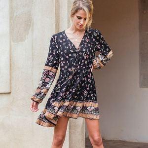 #gipsygirl 🍍💕 Cet imprimé est incroyable, on vous propose la version robe courte, robe longue et même sa petite jupe. Ces nouveautés sont à retrouver dès dimanche 18h. ✨🥰 . . #bohostyle #hippiechic #gipsystyle #hippiestyle #robe #robeboheme #boheme #jupeboheme #boutiquelananas #lananas #bordeaux