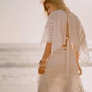 My white dress 🤍 . . Les soldes sont sur www.boutique-lananas.com #robelongue #robe #robeblanche #white #beach #sun #summer #robeboheme #robedosnu #dosnu #boutiquelananas #lananas #bordeaux 📸 @camillebrignol.photo