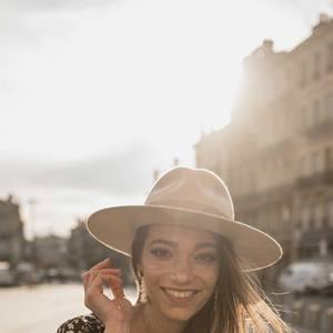 Prêtes pour les soldes ? Dès minuit sur www.boutique-lananas.com et à partir de 9h en boutique. Trooop haaaate ! Des prix fouuus ! 😱🤗🤗🍍 #soldes #lessoldes #happy #boutiquelananas #bohemestyle #bohemevibes #bohovibes #hippiechic #bordeaux #bordeauxcity #chapeau #hat #chapeauboheme #winter #wintercollection #newcollection Crédit photos @cleya.asulon